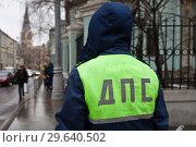 Купить «Сотрудник ДПС на посту», фото № 29640502, снято 4 марта 2015 г. (c) Victoria Demidova / Фотобанк Лори
