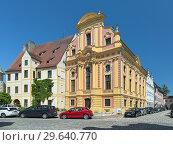 Купить «Здание региональной библиотеки в Нойбурге-на-Дунае, Германия», фото № 29640770, снято 18 мая 2017 г. (c) Михаил Марковский / Фотобанк Лори