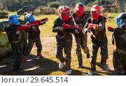 Купить «Opposing teams of active kids shooting paintball», фото № 29645514, снято 24 ноября 2018 г. (c) Яков Филимонов / Фотобанк Лори