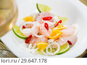 Купить «Shrimp ceviche with lime, mandarine and chili pepper», фото № 29647178, снято 21 мая 2019 г. (c) Яков Филимонов / Фотобанк Лори