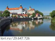 Купить «Замок в Нойбурге-на-Дунае, Германия», фото № 29647726, снято 18 мая 2017 г. (c) Михаил Марковский / Фотобанк Лори