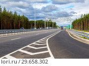 Купить «Toll road. Russian highway number M11 in summer day», фото № 29658302, снято 7 августа 2018 г. (c) FotograFF / Фотобанк Лори