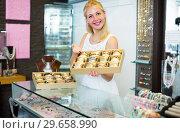 Купить «woman seller showing bracelets», фото № 29658990, снято 21 января 2019 г. (c) Яков Филимонов / Фотобанк Лори