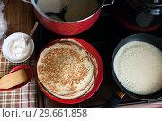 Купить «Traditional Russian pancakes on Carnival», фото № 29661858, снято 5 марта 2016 г. (c) Дарья Филимонова / Фотобанк Лори