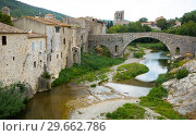 Купить «Medieval bridge in Lagrasse, France», фото № 29662786, снято 6 октября 2018 г. (c) Яков Филимонов / Фотобанк Лори