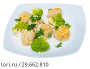 Купить «Fish balls with broccoli», фото № 29662810, снято 23 марта 2019 г. (c) Яков Филимонов / Фотобанк Лори