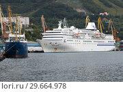 Купить «Петропавловск-Камчатский морской порт», фото № 29664978, снято 4 сентября 2018 г. (c) А. А. Пирагис / Фотобанк Лори