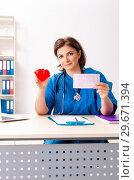 Купить «Female doctor cardiologist working in the hospital», фото № 29671394, снято 31 октября 2018 г. (c) Elnur / Фотобанк Лори