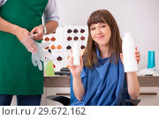Купить «Young woman visiting young handsome barber», фото № 29672162, снято 9 августа 2018 г. (c) Elnur / Фотобанк Лори