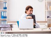 Купить «Businessman disgusted with cockroaches in the office», фото № 29675078, снято 25 сентября 2018 г. (c) Elnur / Фотобанк Лори