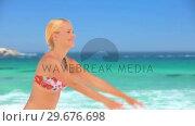 Купить «Blonde girl playing with a beach ball», видеоролик № 29676698, снято 15 ноября 2010 г. (c) Wavebreak Media / Фотобанк Лори