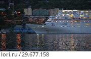 Купить «Ночной вид на круизный лайнер Pacific Venus в морском порту», видеоролик № 29677158, снято 7 сентября 2018 г. (c) А. А. Пирагис / Фотобанк Лори