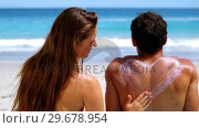 Купить «Woman applying sunscreen on her boyfriend», видеоролик № 29678954, снято 15 ноября 2011 г. (c) Wavebreak Media / Фотобанк Лори