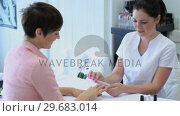 Купить «Video of woman in beauty parlour», видеоролик № 29683014, снято 17 сентября 2012 г. (c) Wavebreak Media / Фотобанк Лори