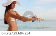 Купить «Woman with hat applying sunscreen protection», видеоролик № 29684234, снято 26 марта 2013 г. (c) Wavebreak Media / Фотобанк Лори