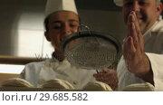 Купить «Chef giving a desert the finishing touch», видеоролик № 29685582, снято 14 августа 2013 г. (c) Wavebreak Media / Фотобанк Лори