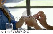 Man propose her girlfriend. Стоковое видео, агентство Wavebreak Media / Фотобанк Лори