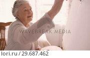 Купить «Senior woman painting on canvas», видеоролик № 29687462, снято 2 марта 2016 г. (c) Wavebreak Media / Фотобанк Лори
