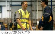Купить «Warehouse worker talking with management», видеоролик № 29687710, снято 17 октября 2015 г. (c) Wavebreak Media / Фотобанк Лори