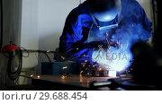 Купить «Welder welding a metal», видеоролик № 29688454, снято 11 июня 2016 г. (c) Wavebreak Media / Фотобанк Лори
