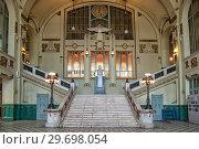 Купить «Вестибюль с парадной лестницей на Витебском вокзале. Санкт-Петербург», фото № 29698054, снято 8 октября 2018 г. (c) Румянцева Наталия / Фотобанк Лори