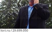 Купить «Man talking on the phone and charging the electric car on a snowy day», видеоролик № 29699050, снято 30 ноября 2016 г. (c) Wavebreak Media / Фотобанк Лори