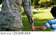 Купить «Army soldier walking with boy in park», видеоролик № 29699654, снято 10 ноября 2016 г. (c) Wavebreak Media / Фотобанк Лори