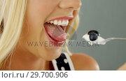 Купить «Portrait of beautiful woman eating ice-cream», видеоролик № 29700906, снято 19 декабря 2016 г. (c) Wavebreak Media / Фотобанк Лори