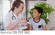Купить «Female physiotherapist explaining skeleton model to boy patient 4k», видеоролик № 29707362, снято 23 апреля 2017 г. (c) Wavebreak Media / Фотобанк Лори
