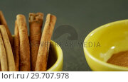 Cinnamon sticks and powder in bowl 4k. Стоковое видео, агентство Wavebreak Media / Фотобанк Лори