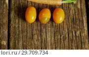 Купить «Tomatoes and carrots arranged on wooden table 4k», видеоролик № 29709734, снято 12 июня 2017 г. (c) Wavebreak Media / Фотобанк Лори