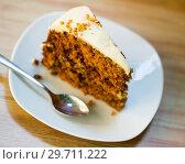 Купить «Slice of carrot cake», фото № 29711222, снято 24 июня 2018 г. (c) Яков Филимонов / Фотобанк Лори
