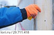 Купить «Construction site. A man measures the size of a structure using a tape measure. Taking marks», видеоролик № 29711418, снято 20 сентября 2019 г. (c) Константин Шишкин / Фотобанк Лори
