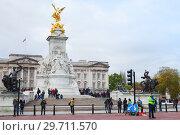 Купить «Buckingham Palace. The Victoria Memorial», фото № 29711570, снято 29 октября 2017 г. (c) EugeneSergeev / Фотобанк Лори