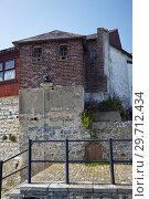 Купить «The house in Lyme Regis faces onto Lyme Bay. West Dorset. England.», фото № 29712434, снято 11 мая 2009 г. (c) Serg Zastavkin / Фотобанк Лори