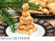 Купить «Домашняя выпечка. Сырное печенье в форме звёздочек», эксклюзивное фото № 29714818, снято 8 января 2019 г. (c) Dmitry29 / Фотобанк Лори