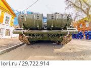 Купить «Russia, Samara, May 2018: Russian main tank T-72B3 with dynamic armor in the city.», фото № 29722914, снято 5 мая 2018 г. (c) Акиньшин Владимир / Фотобанк Лори