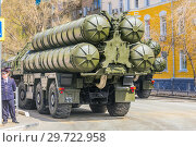 Купить «Russia, Samara, May 2018: Anti-aircraft missile system (SAM) S-300 parked up on the city street», фото № 29722958, снято 5 мая 2018 г. (c) Акиньшин Владимир / Фотобанк Лори