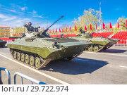 Купить «Russia, Samara, May 2018: Tracked infantry fighting vehicle BMP-2. on the street of the city.», фото № 29722974, снято 5 мая 2018 г. (c) Акиньшин Владимир / Фотобанк Лори