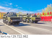 Купить «Russia, Samara, May 2018: Anti-aircraft missile system (SAM) S-300 parked up on the city street», фото № 29722982, снято 5 мая 2018 г. (c) Акиньшин Владимир / Фотобанк Лори