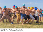 Купить «Russia, Samara, July, 2018: Competition of young people who will break the intertwining of hands .. Ethno-historical festival with the reconstruction of the battle of 1391 (Timur and Tokhtamysh)», фото № 29723122, снято 29 июля 2018 г. (c) Акиньшин Владимир / Фотобанк Лори