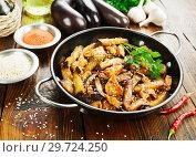 Купить «Куриное филе с баклажанами в соевом соусе», фото № 29724250, снято 9 октября 2018 г. (c) Надежда Мишкова / Фотобанк Лори