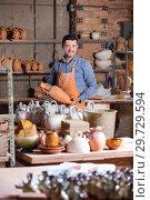 Купить «Man working at atelier», фото № 29729594, снято 23 июля 2019 г. (c) Яков Филимонов / Фотобанк Лори