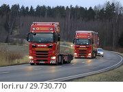Купить «Salo, Finland - December 14, 2018: Fleet of red Next Generation Scania S500 semi trailer trucks of Translog on the road in Finland on cloudy evening.», фото № 29730770, снято 14 декабря 2018 г. (c) age Fotostock / Фотобанк Лори