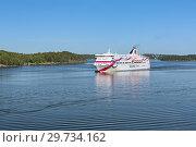 Купить «Круизный паром Baltic Queen компании Tallink в Стокгольмском архипелаге, Швеция», фото № 29734162, снято 1 июня 2018 г. (c) Михаил Марковский / Фотобанк Лори