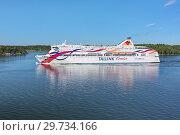 Купить «Круизный паром Baltic Queen компании Tallink в Стокгольмском архипелаге, Швеция», фото № 29734166, снято 1 июня 2018 г. (c) Михаил Марковский / Фотобанк Лори