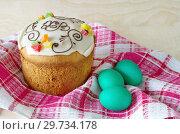Купить «Пасхальный кулич и крашеные яйца на салфетке», фото № 29734178, снято 8 апреля 2018 г. (c) Елена Коромыслова / Фотобанк Лори