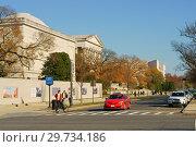 Купить «Independence Avenue and Smithsonian museums/ Вашингтон, США», фото № 29734186, снято 25 ноября 2018 г. (c) Валерия Попова / Фотобанк Лори