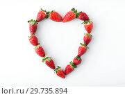 Купить «heart shape made of strawberries», фото № 29735894, снято 8 февраля 2018 г. (c) Syda Productions / Фотобанк Лори