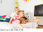 Купить «happy little kids having fun in bed at home», фото № 29736178, снято 15 октября 2017 г. (c) Syda Productions / Фотобанк Лори